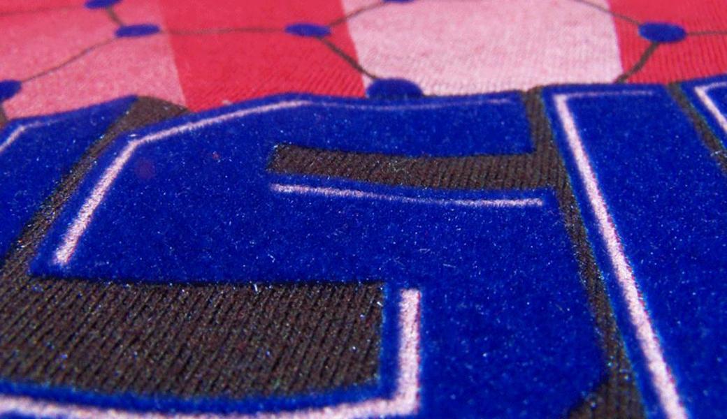 <p>Flok za štampu termo transfera, na eko solventnim štampačima, sa 0,75 mm visokim flok vlaknima, primenljiv na pamuk, poliester, akril i slične tkanine.</p>