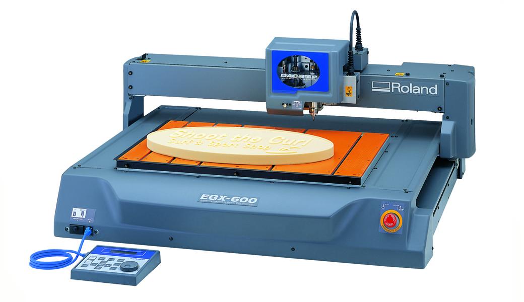 <p>EGX-600/400 mašine za graviranje pružaju heavy-duty snagu i brzinu graviranja, kao i još mnogo drugih mogućnosti, što ih čini izuzetno raznovrsnim alatkama lakim za rad. Proizvode veliki broj aplikacija, uključujući 3D reljefe za istaknute oznake, kao i ID pločice, nagrade, trofeje, medaljone, kontrolne panele i još mnogo toga.</p>