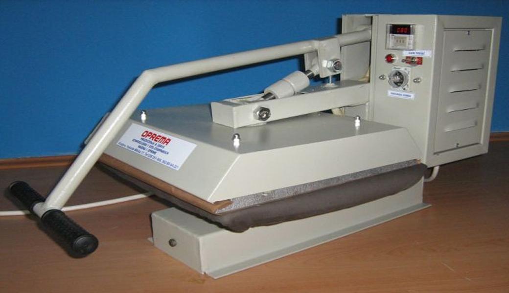 <p>Presa služi za lepljenje preslikača i folija (flek i flok) na tekstil.</p>