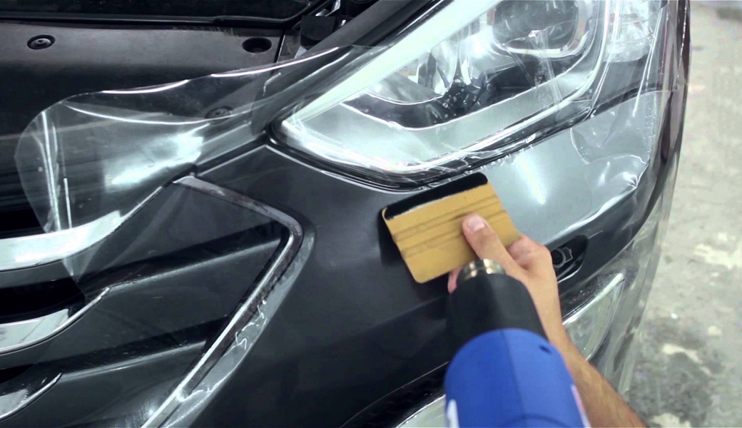 <p>Zaštitna automobilska transparentna folija koja štiti automobilsku štampanu, katiranu grafiku i osnovnu boju od grebanja i udaraca grana, kamenčića i insekata.</p>