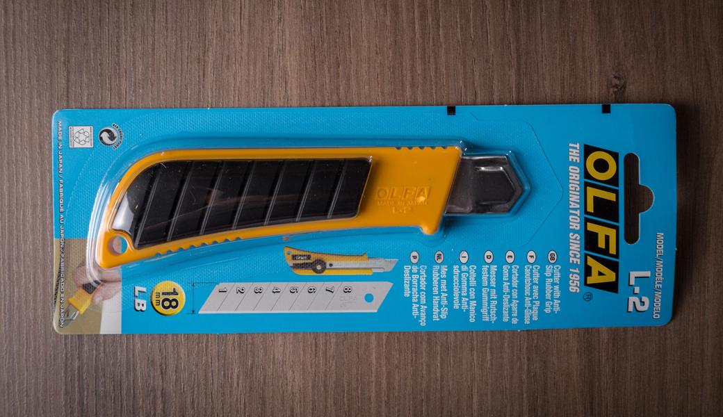 <p>Heavy Duty skalpel sa gumenim delom drške protiv klizanja. Za sečenje papira, kartona, krovnih konstrukcija, vinila itd.</p>