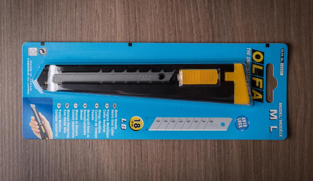 <p>Heavy Duty skalpel sa metalnom drškom i automatskim zaključavanjem noža. Za sečenje kartona, foam tabli, gipsanih ploča itd.</p>