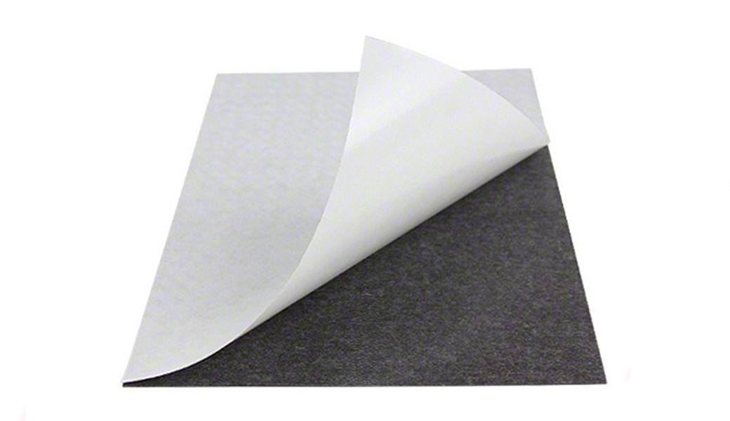 <p>Samolepljiva magnetna folija za nanošenje feritnog materijal na kojem je oštampana reklama, fotografija, natpis itd.</p>