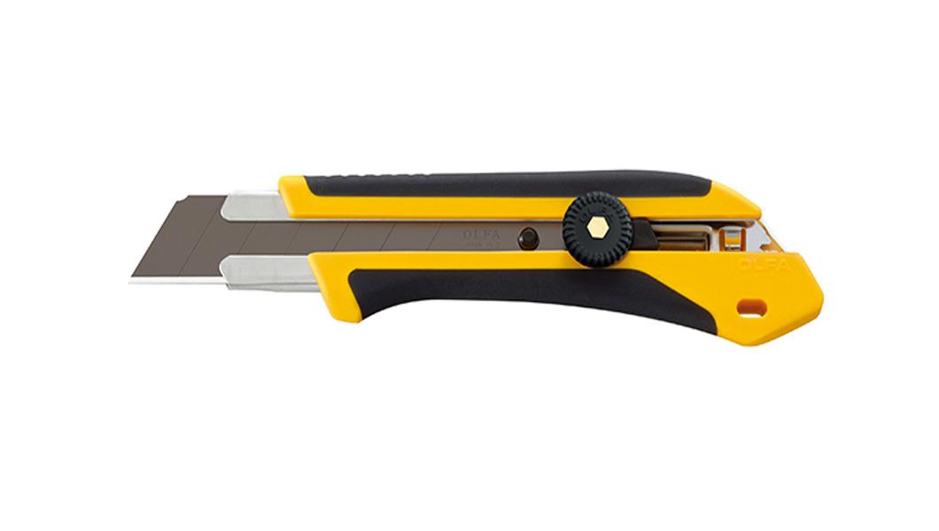 <p>Extra Heavy Duty skalpel sa X-dizajnom i komfornom drškom otpornom na kiseline i aceton (ulja). Za sečenje krovnih konstrukcija, kože, gume, iverice itd.</p>