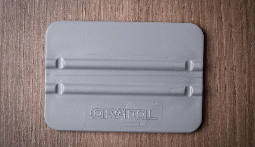 <p>ORAFOL plastični rakel za nanošenje folije</p>