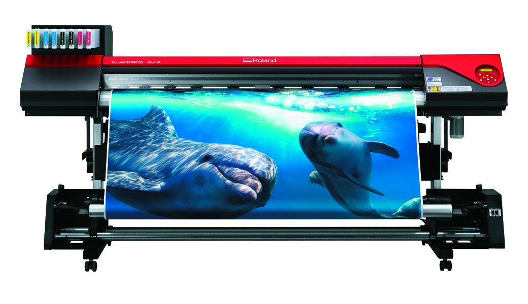 <p>Rolandov printer, prvi u Evropi predstavljen u Difol Demo Centru. VersaEXPRESS RF- 640, maximalne brzine štampe 48m2/h, sa 20% smanjenom potrošnjom i novim EcoSol MAX 2 bojama, predstavlja najpametnije rešenje za vaš biznis.</p>