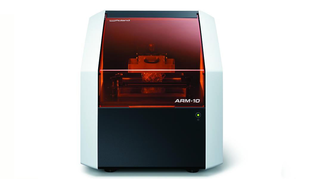 <p>Roland monoFab je revolucionarni novi koncept desktop uređaja koji kombinuje sposobnosti dodavanja materijala kod 3D štampe, sa namenom uklanjanja materijala specifičnih za glodalice.</p>