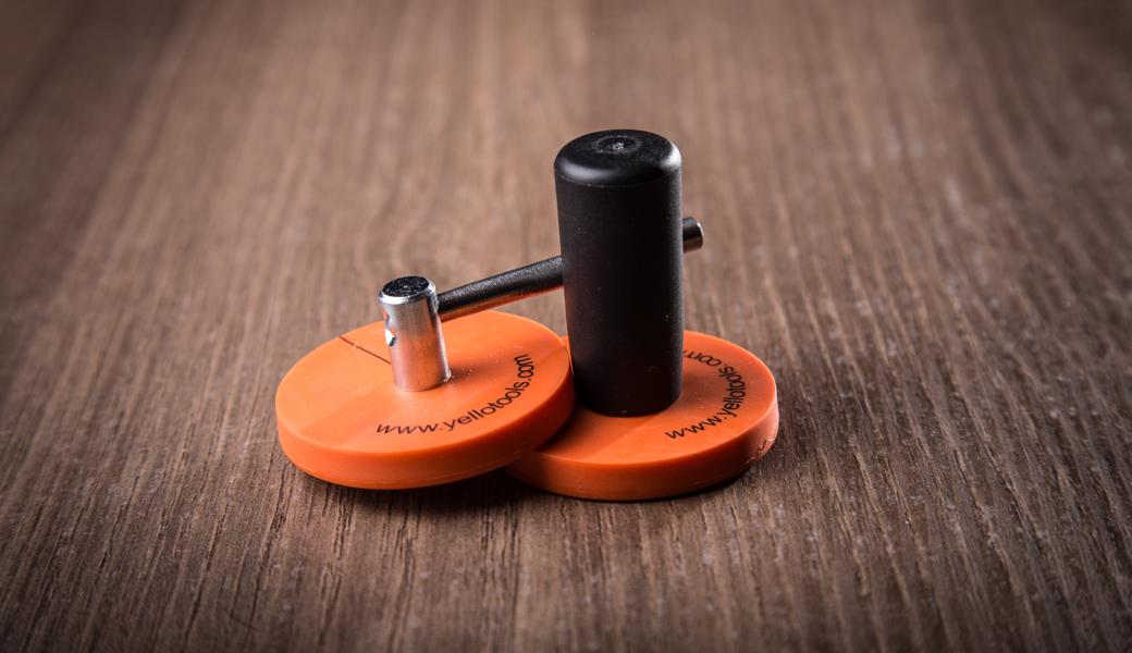 <p>Izuzetno snažni magneti sa posebnim gumenim premazom koji čuvaju farbu automobila sa posebno dizajniranom specijalnom drškom</p>