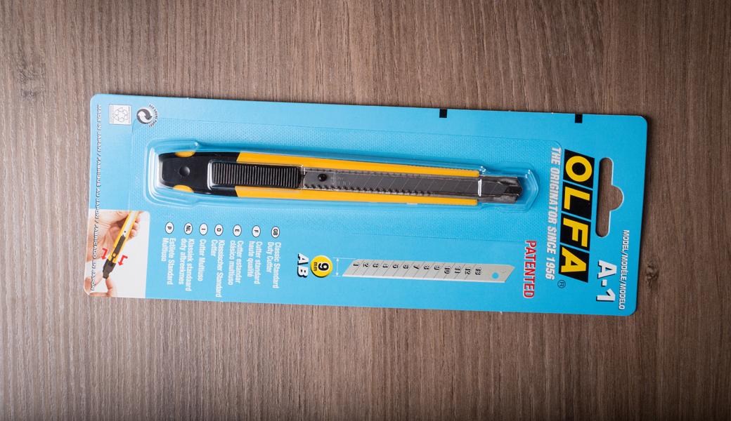 <p>OLFA Auto-Lock Utility skalpel namenjen za sečenje paketa, streč folije, samolepljive folije, tapeta, foam pene itd.</p>