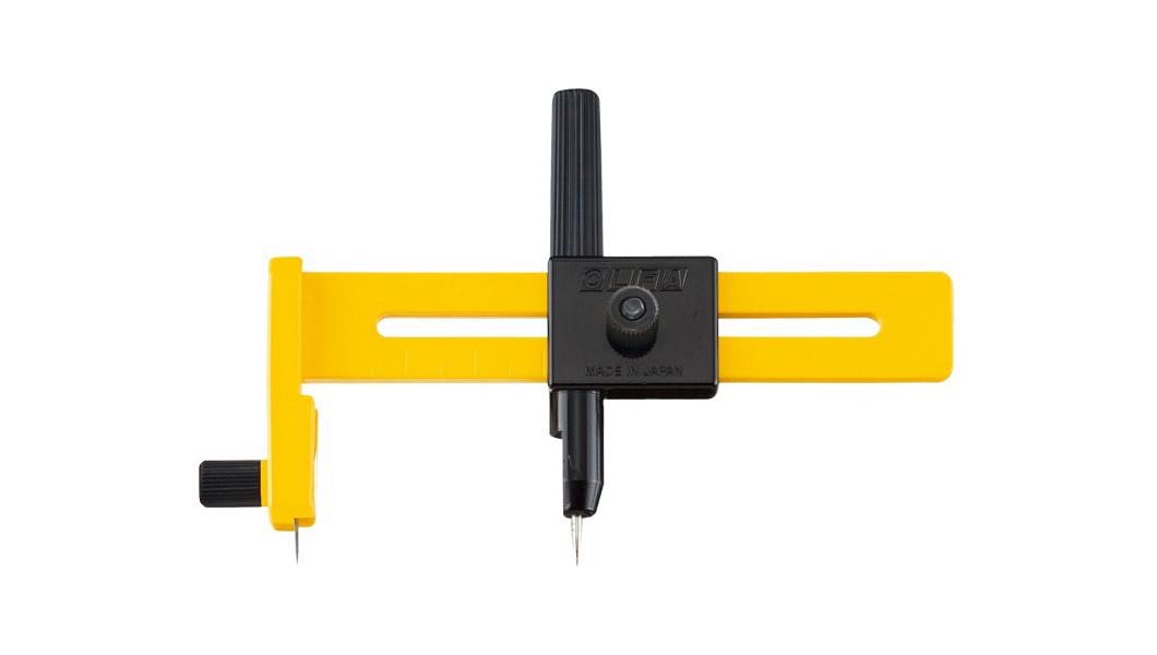 <p>OLFA kružni kater prečnika sečenja 15cm, sa zaštitom za podlogu</p>