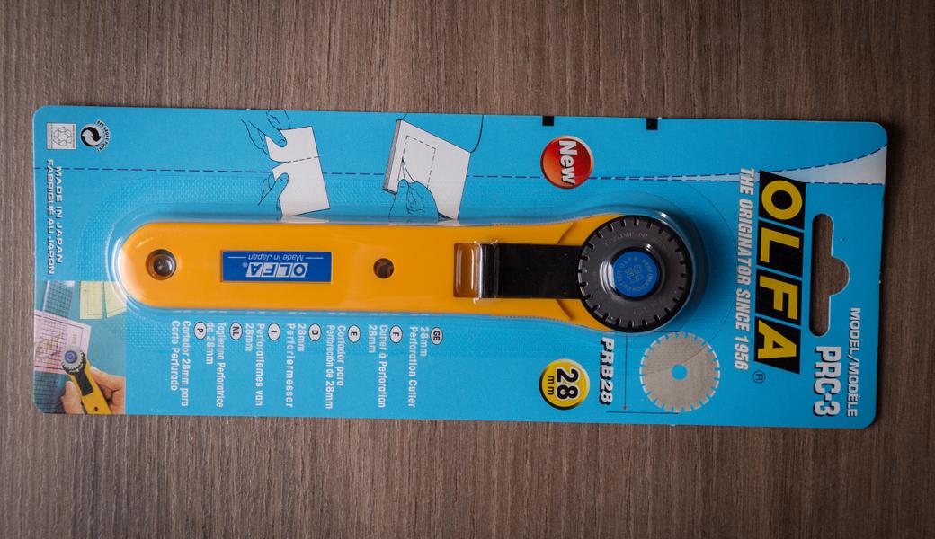 <p>Skalpel za perforacije sa sečivom od 28mm.</p>