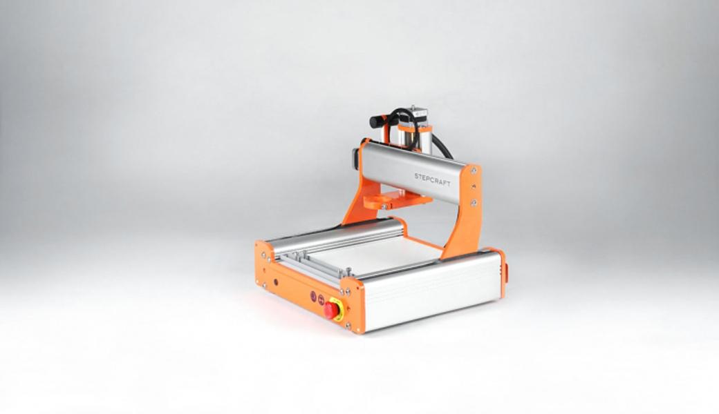 <p>Univerzalna CNC mašina za modeliranje. Stabilno, kompaktno, precizno i brzo. Radne površine: 210 x 210 x 40 mm.</p>