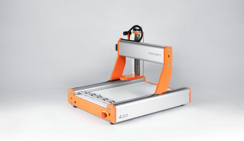 <p>Univerzalna CNC mašina za modeliranje. Stabilno, kompaktno, precizno i brzo. Radne površine: 300 x 420 x 140 mm.</p>