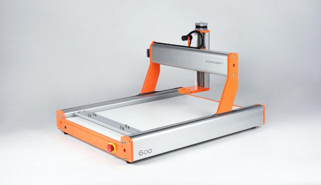 <p>Univerzalna CNC mašina za modeliranje. Stabilno, kompaktno, precizno i brzo. Radne površine: 420 x 600 x 140 mm.</p>
