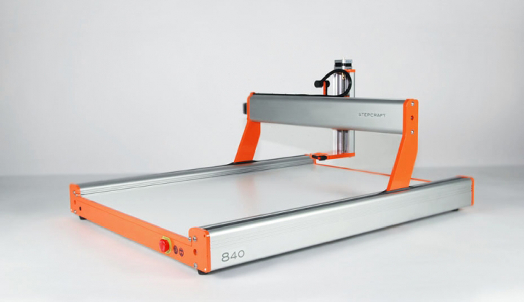 <p>Univerzalna CNC mašina za modeliranje. Stabilno, kompaktno, precizno i brzo. Radne površine: 600 x 840 x 140 mm.</p>