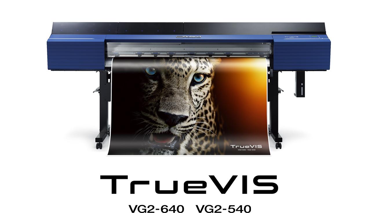 <div>Poboljšanim bojama i performansama, nova generacija TrueVIS VG2 printer/katera je pravljena za vaš uspeh.</div> <div></div> <div>Proizveden da nadmaši potrebe za kvalitetom i produkcijom današnjih najzahtevnijih profesionalaca, TrueVIS VG2 je sve što možete poželeti u printer/kateru i još mnogo toga.</div>