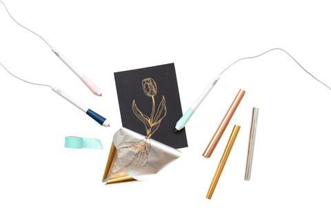 <p>Oplemenite vaše projekte folijama za pečatiranje i Foil Quill Freestyle setom olovki od We R Memory Keepers.</p>