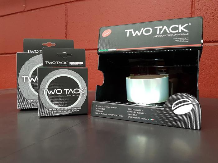 <p>TwoTack je jedina duplepljiva traka sa nanotehnologijom, opremljena moćnim lepkom sa jedne strane i nanosukcijskim tačkicama sa druge.</p>